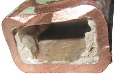 Известковое отложение внутри медной трубки